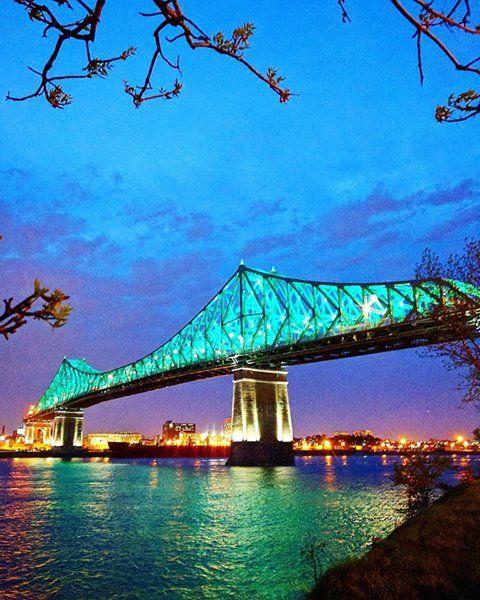 Illumination du Pont Jacques-Cartier vu de La Ronde à l'ouverture du manège Le Titan